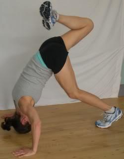 Shoulder push ups - 1 leg up finish